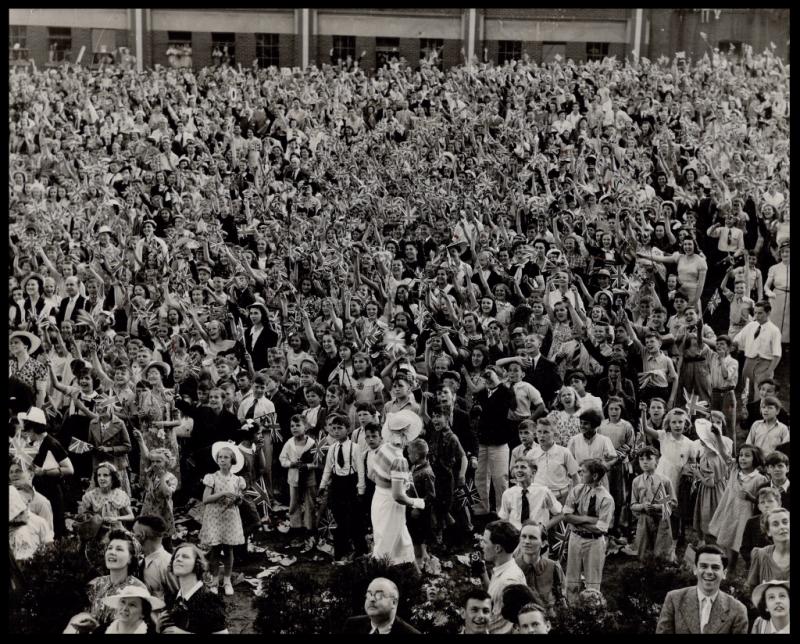 Thousands of school children in Western, Ontario to cheer the King and Queen